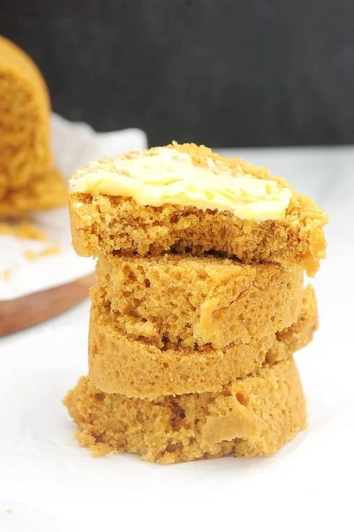 instant pot cornbread with homemade jiffy mix. healthy and gluten free cornbread recipe that is great to serve with chili or soups.