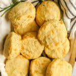 Zucchini cheddar chive biscuits are ridiculously easy to make for easy weeknight dinners! Momma Fit Lyndsey uses fresh zucchini and chives with vegan cheese to create flaky dairy free cheddar chive biscuits.