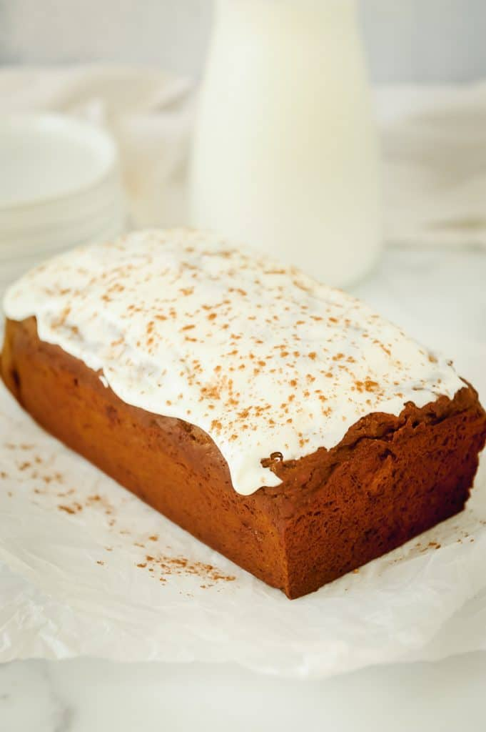 healthy gingerbread banana bread that is gluten free and oh so delicious!  This healthy gingerbread loaf recipe by Momma Fit Lyndsey is topped with a no sugar cream cheese glaze.