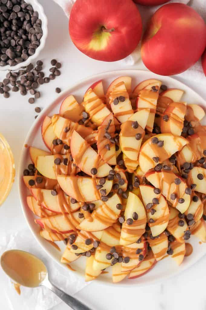 Apple nachos are an easy healthy snack for kids! This healthy apple nachos recipe is made with peanut butter, apples and chocolate chips will be a hit!