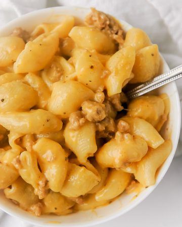 Instant Pot Hamburger Helper is an easy weeknight meal your family will love!  Simple ingredients make this healthy hamburger helper a winner! Tastes even better than boxed, this cheeseburger macaroni beef pasta is easy to make with ground beef or ground turkey. Check out the video to learn how to make the best homemade hamburger helper!