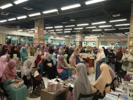 Meet and Greet with the Authors Salihah Mom's Diary-13