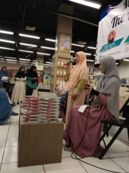 Meet and Greet with the Authors Salihah Mom's Diary-15