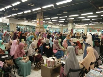 Meet and Greet with the Authors Salihah Mom's Diary-4