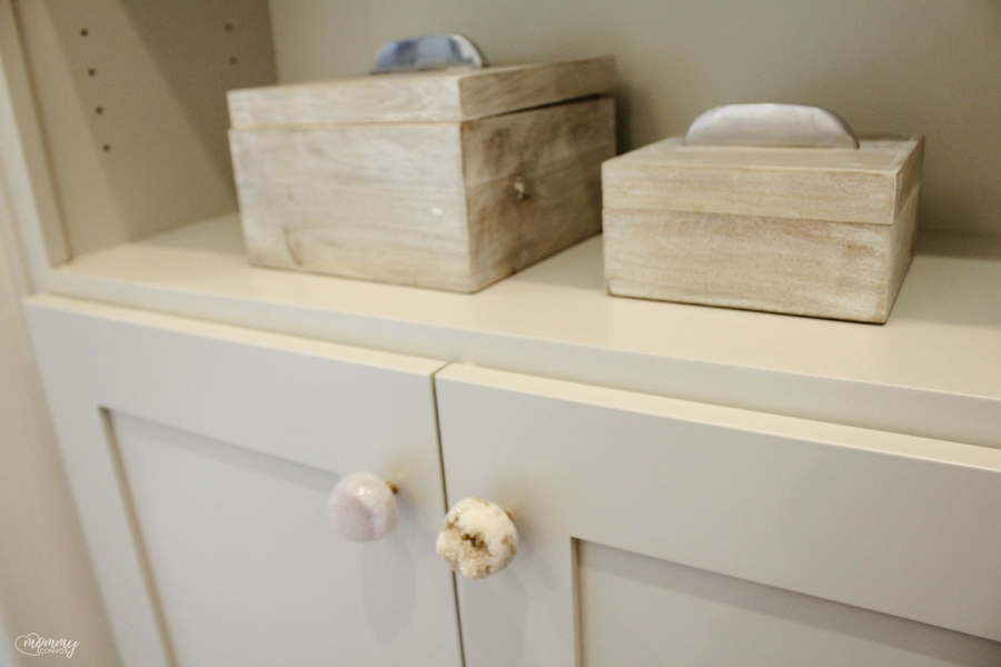 unique knobs. geode knobs. Parade of homes 2017 tour. Young mom's look at the st george parade of homes. 2017 Parade of homes.