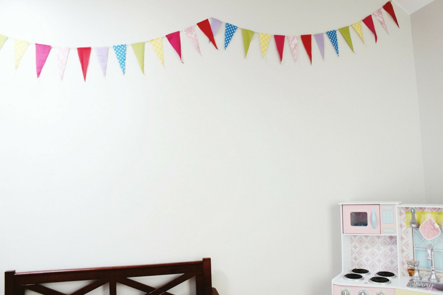 Reusable birthday banner. No-sew playroom banner. kid birthday party ideas and tips.