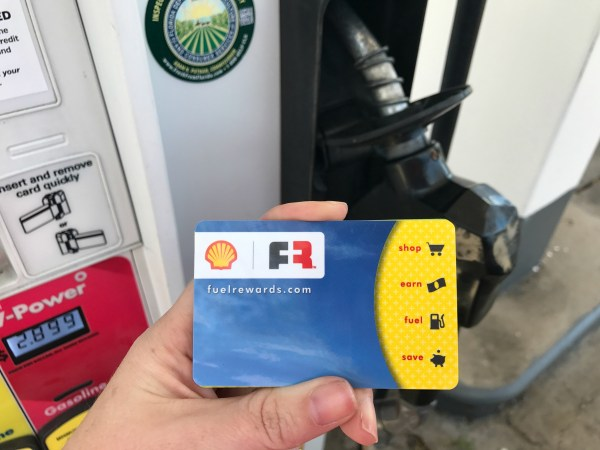 Sports-mom-saving-money-tips-at-the-pump-gas