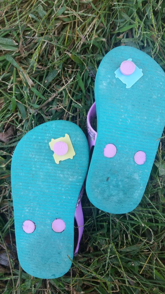 flip flops with the tabs on them