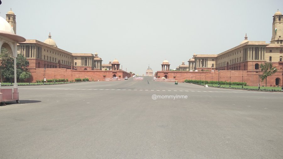If you are visiting Delhi, then don't miss out the opportunity to see the change of guard ceremony #Delhi #sodelhi #presidenthouse #british #India #placestosee #mustsee #museum