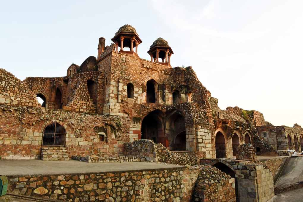 The Old fort of Delhi is one of the most captivating places rich in History. It has the mentions that Indraprastha, the city built by Pandava's was at this site and is of importance to Hindu'd Mughal's and Afghan's equally. #puranaQuila #oldfort #fortsofindia #fortress #Forts #Delhi #historical
