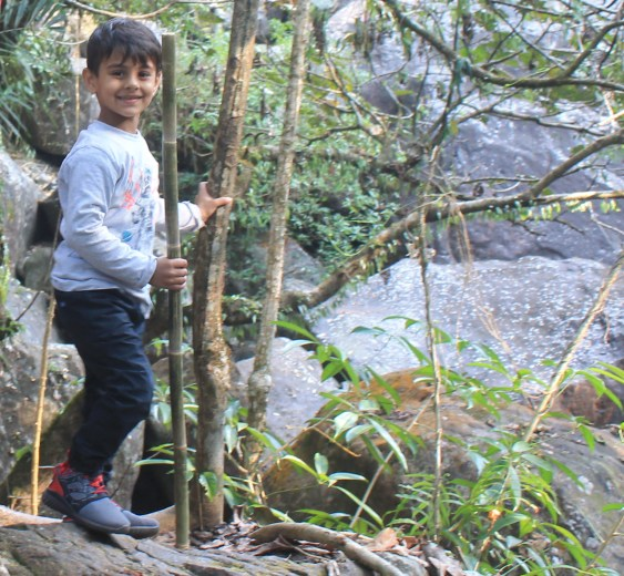 Travelling with Kids as a family enhances your bonding and also kids start taking challenges. Read why should you travel with kids #travelwithkids #travelindia #incredibleindia #blogchatterA2Z #Meghalaya #rootbridge