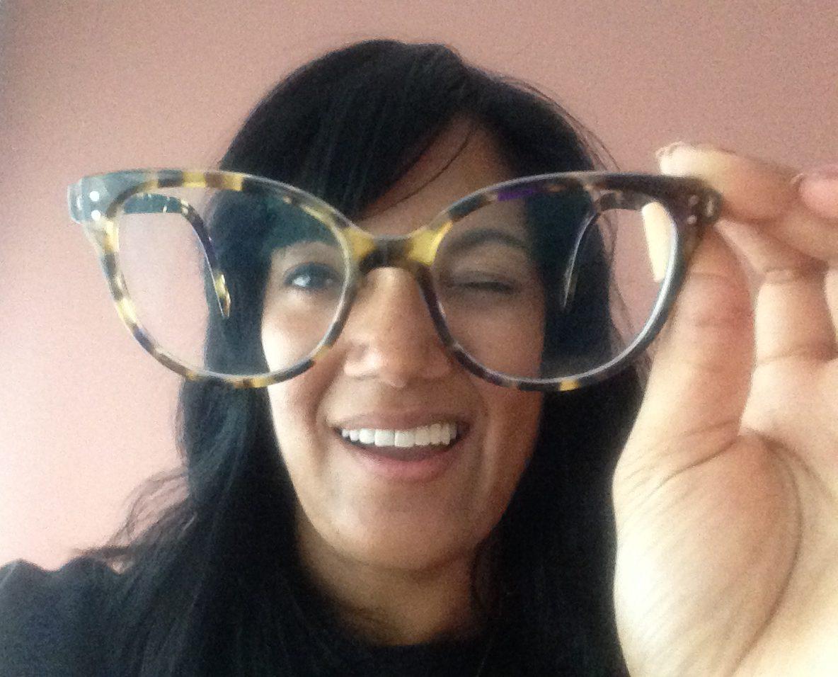 Hoofd zoekt bril