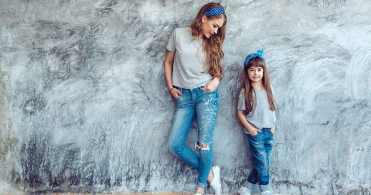 Fashionable en praktische kleding voor een moeder