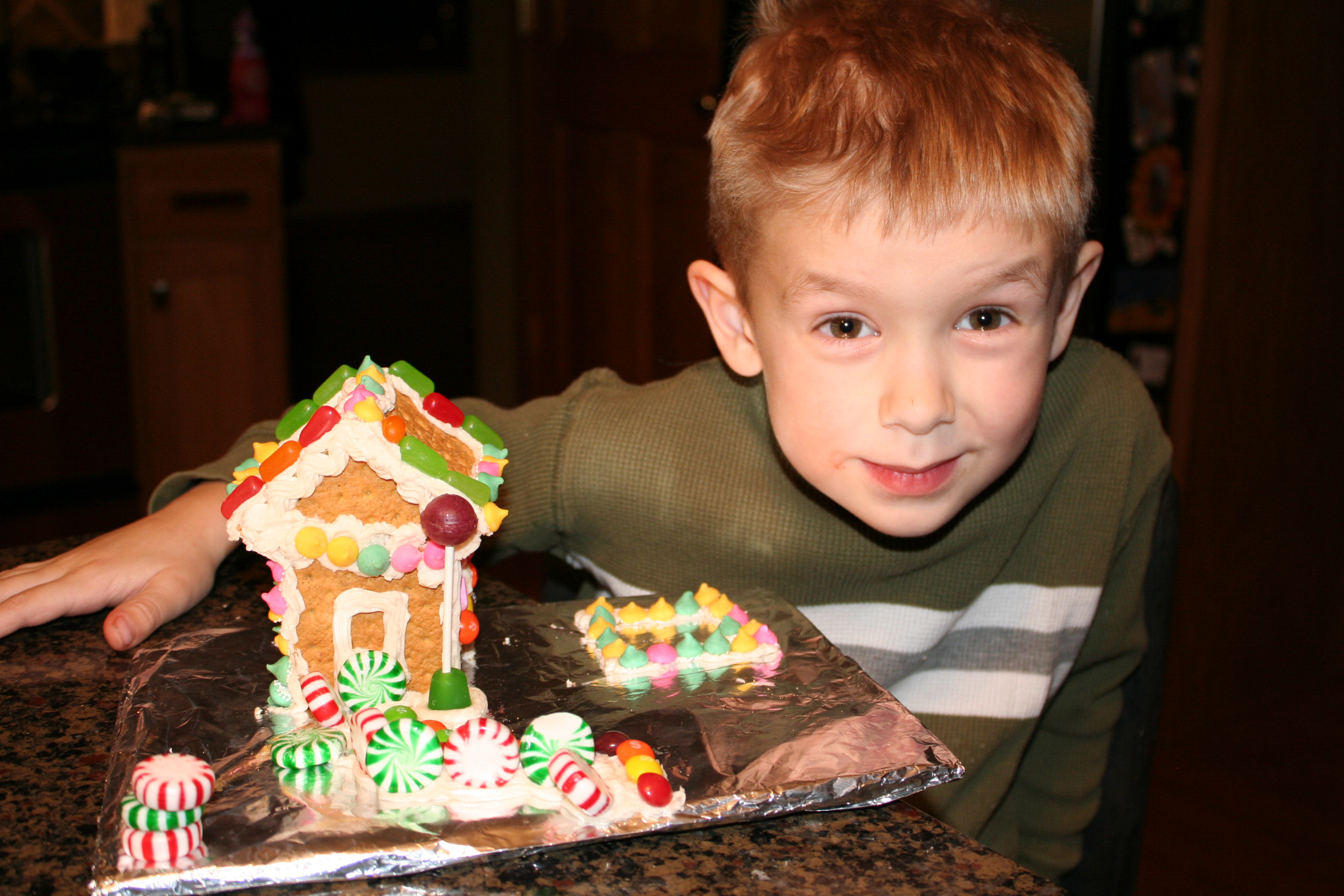 Holiday DIY Graham Cracker Gingerbread House Mommysavers