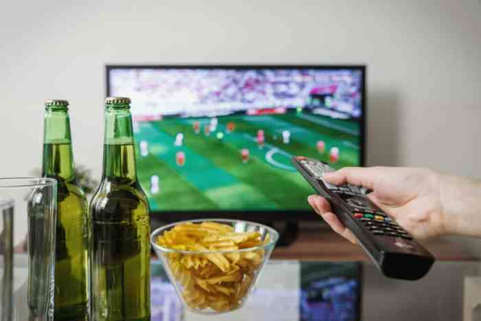 Thrifty Tailgating Tips to Kick-Off Football Season on a Budget