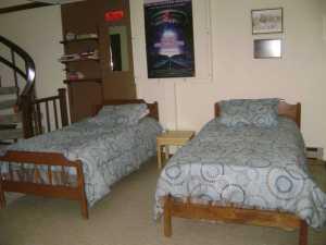 twin beds in Hytta basement