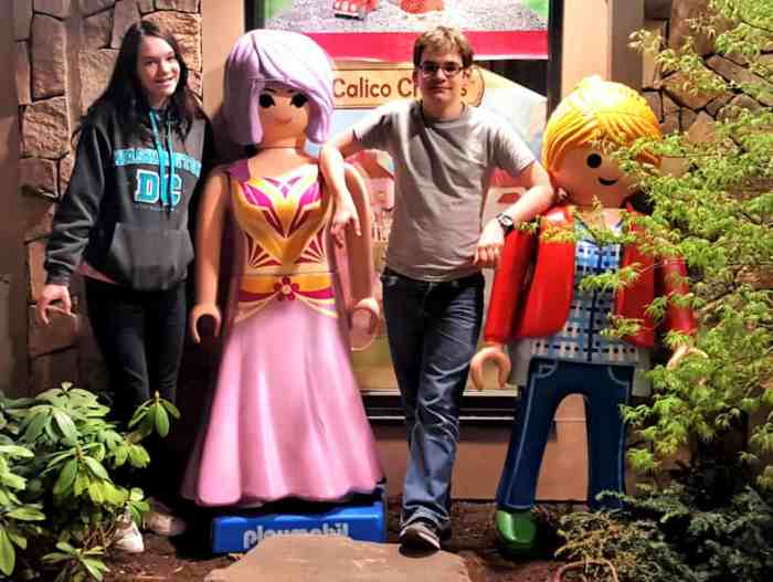playmobil people at the island in pigeon forge