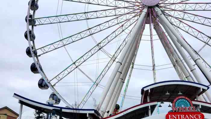 the wheel the island pigeon forge during day