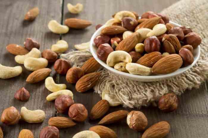 nuts are keto friendly snacks
