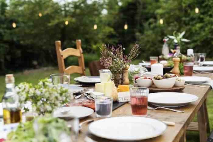 If you are throwing a foolproof summer outdoor party on your patio, make it effortlessly flawless and foolproof with these top-hole tips.