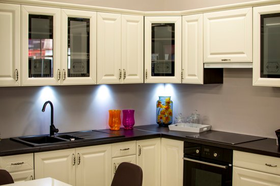 The following are some of the extensive ways by which you can use corner storage cabinet to optimize your kitchen space.