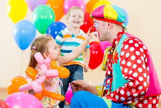For them who are hiring kid's entertainer for the first time, there are some tips you can follow to make your child's party great.