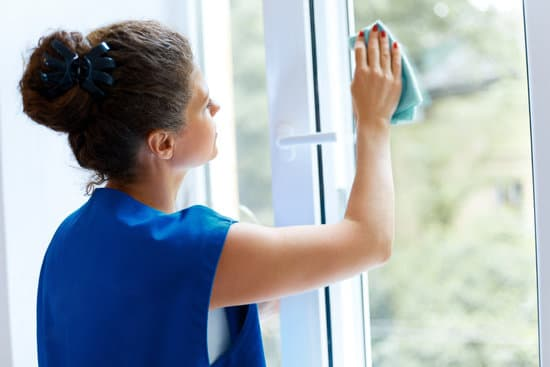 Read on to know the easy ways to clean your windows and some tools that can make your window cleaning task effortlessly easy.