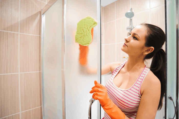 The best cleaner for glass shower doors is the one which causes the least harm to the bathroom ambiance and provides efficient results.