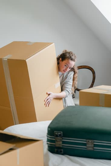 Professional moving companies will help you even if you are going overseas. #moving #movingcompanies #outofstate #packing
