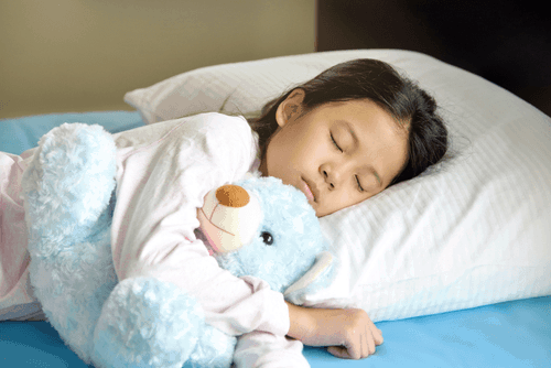 4 tips to get your kids to sleep in their own bed