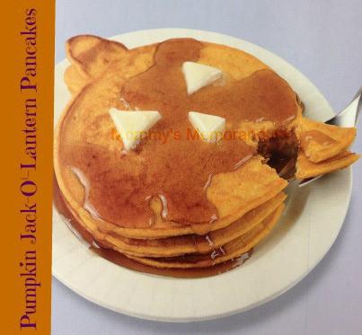 Pumpkin Jack-o'-Lantern pancakes #Halloween #Fall #nom