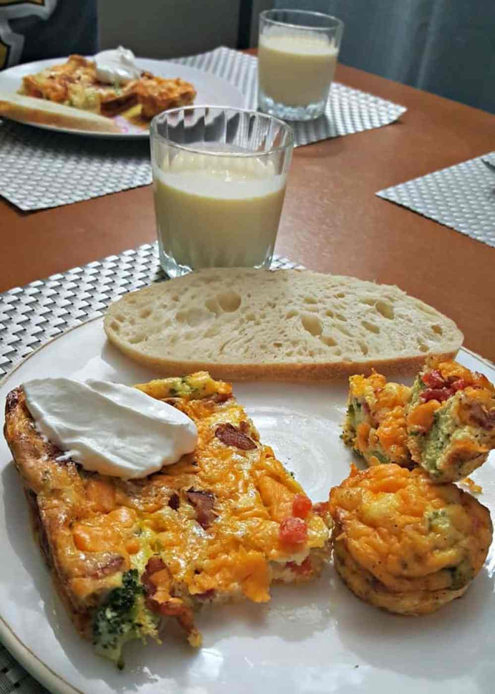 cheesy breakfast bacon muffins with mango honey smoothie