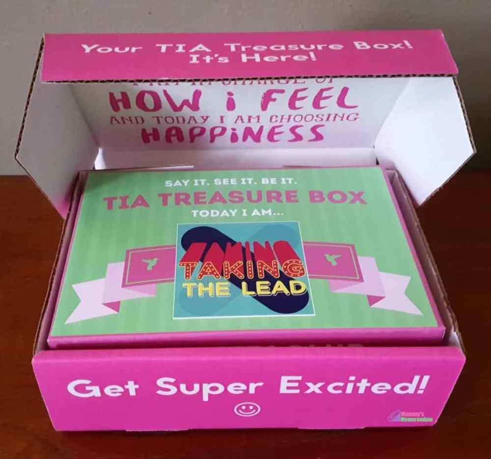 derek-hough-tia-girls-box-open