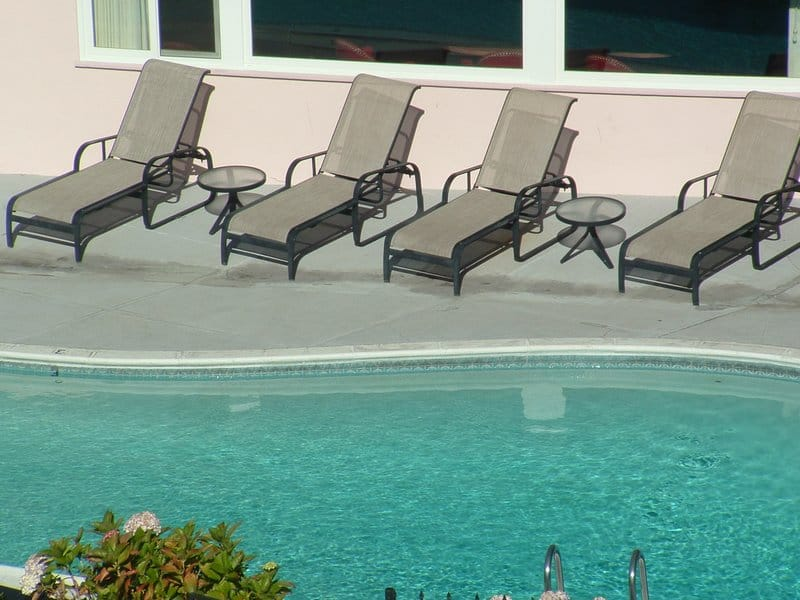 hofsas house pool with chairs