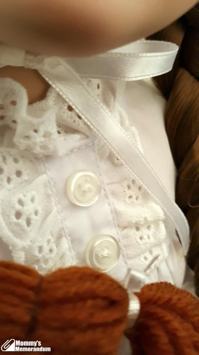 laura-ingalls-nightgown-detail