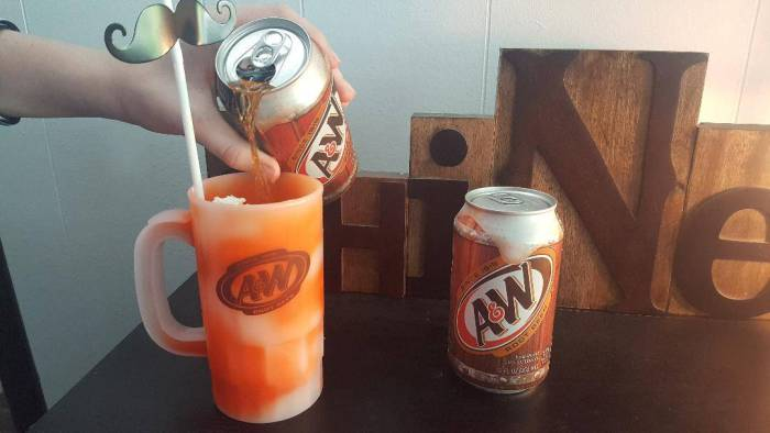 making an a&w root beer float