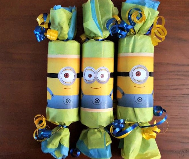 minions english crackers