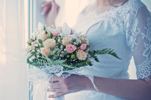 Wedding Bells – 7 Stunning Wedding Gifts the Happy Couple Will Love