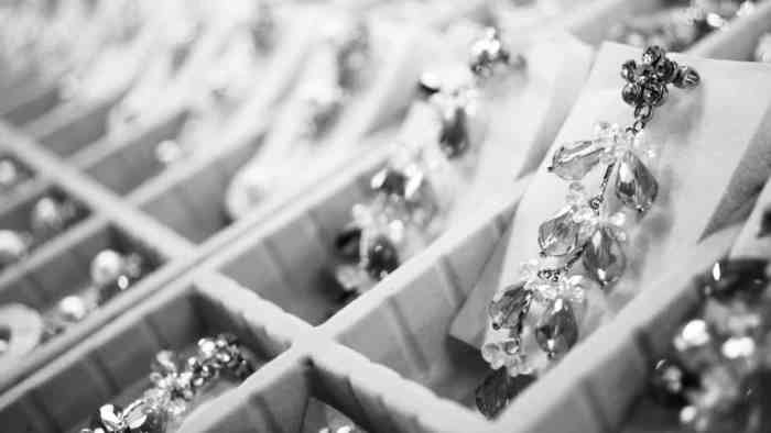 12 Tips For Choosing The Right Jewelry For Your Wedding