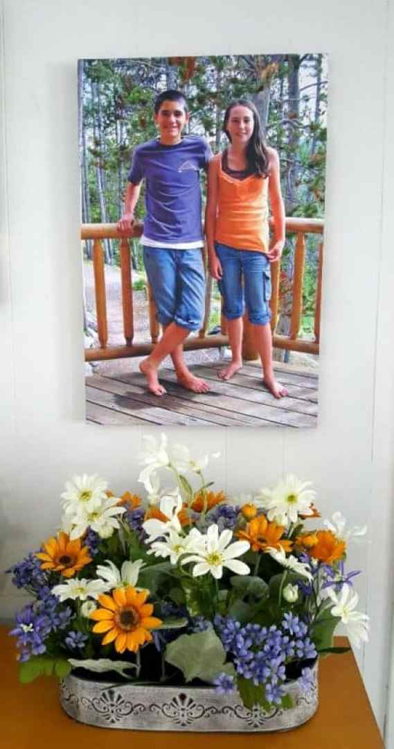 photowall canvas on display alone