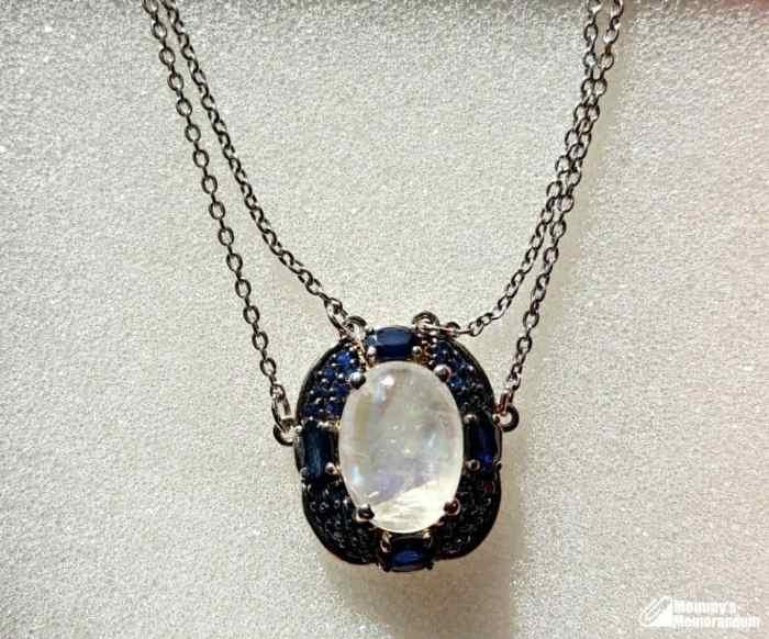 rainbow moonstone neclace with sapphires