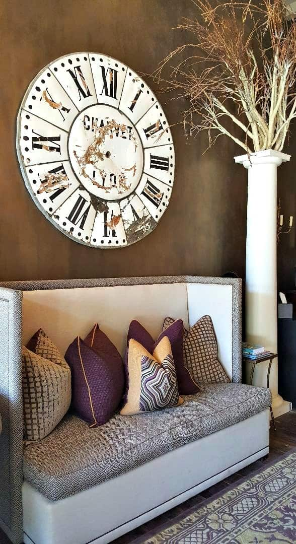 windsor boutique hotel clock and pillar