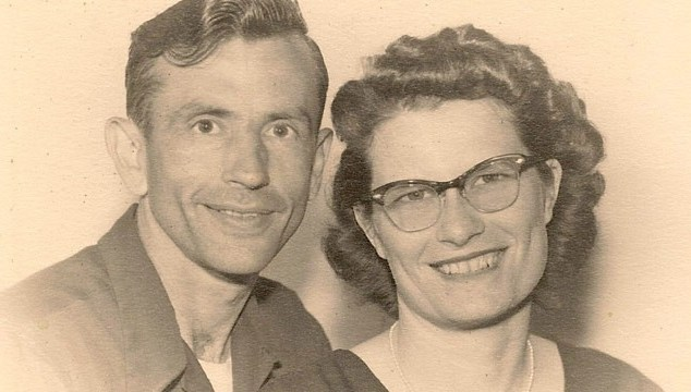 Iowa Couple Married for 72 Years Dies Holding Hands, 1 Hour Apart – ABC News
