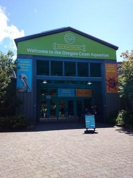 オレゴンコースト水族館入口-12-16-25