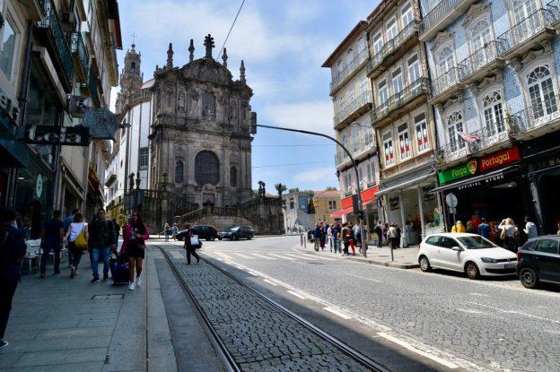 ポルトの象徴クレリゴス教会への道-2