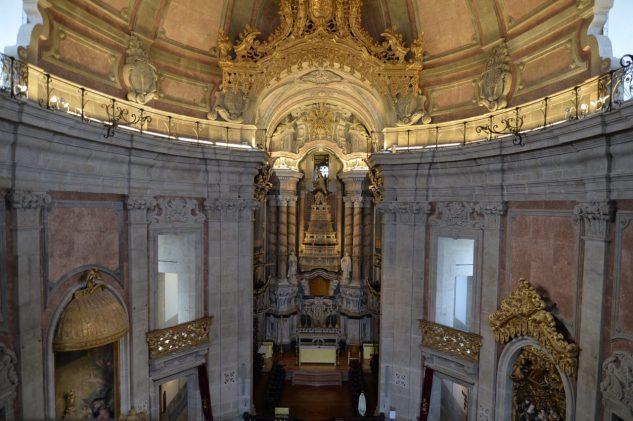 ポルトの象徴クレリゴス教会への道-4
