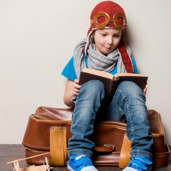 Traveling This Holiday Season? Here's Some Tips From Scholastic On How To Get Your Kids Reading While On The Go! #RaiseAReader