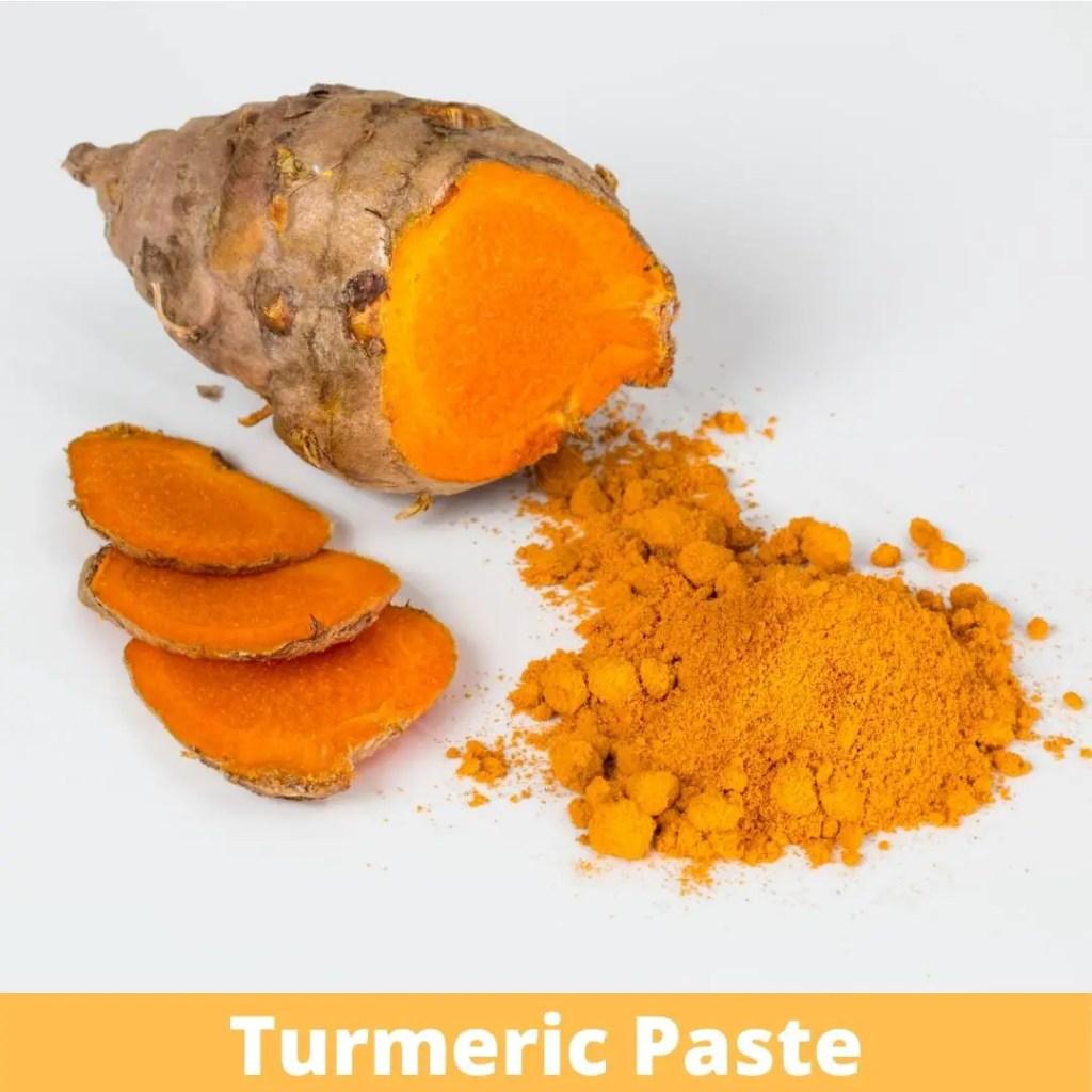 Turmeric paste with pineapple to remove dark circles