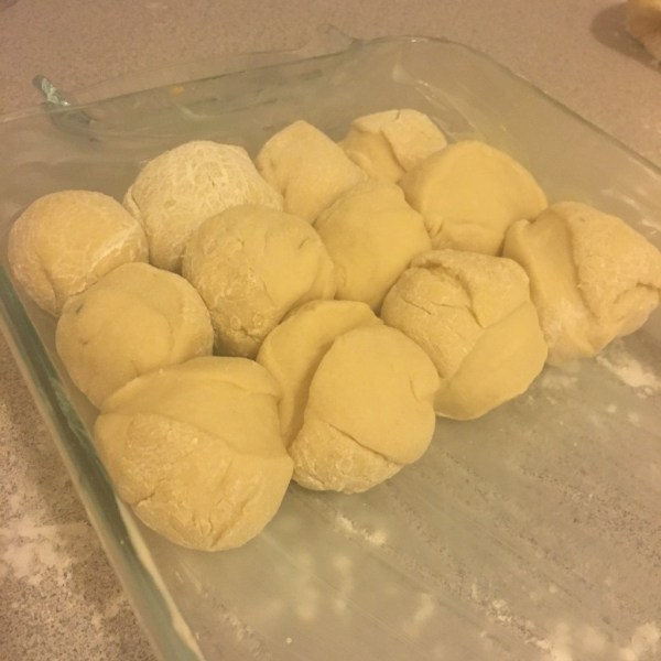 homemade dinner rolls foolproof thanksgiving #foolproofthanksgiving momsbistro thanksgiving dinner recipe side honey butter compound