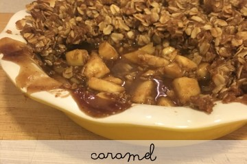 caramel apple crisp recipe thanksgiving make ahead dessert moms bistro #foolproofthanksgiving